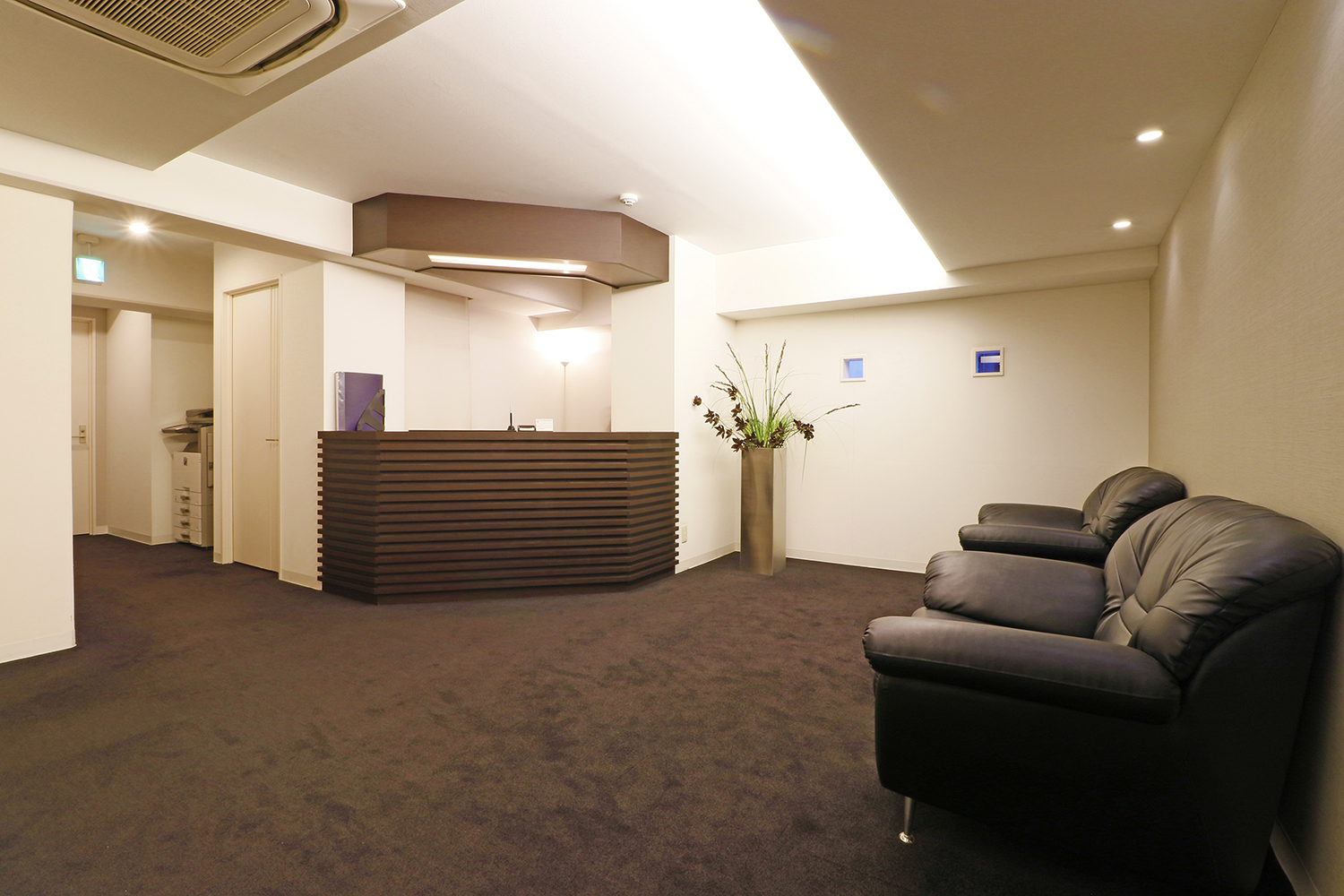 Front / Lobby