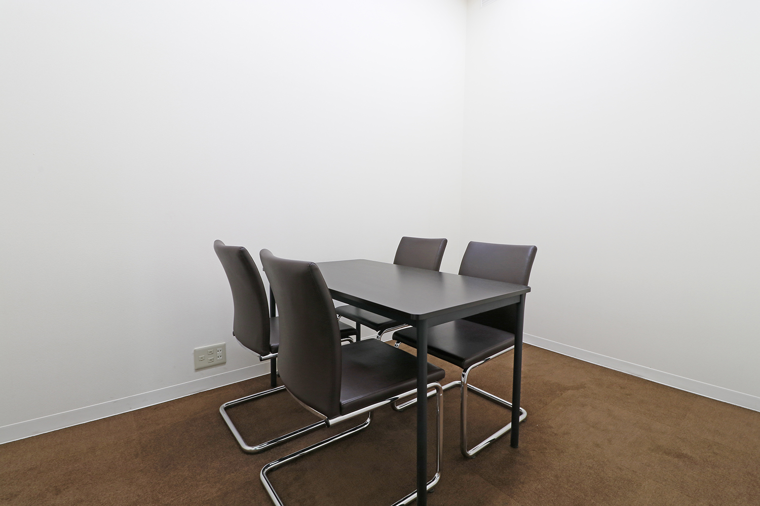 Meeting Room / 4名用