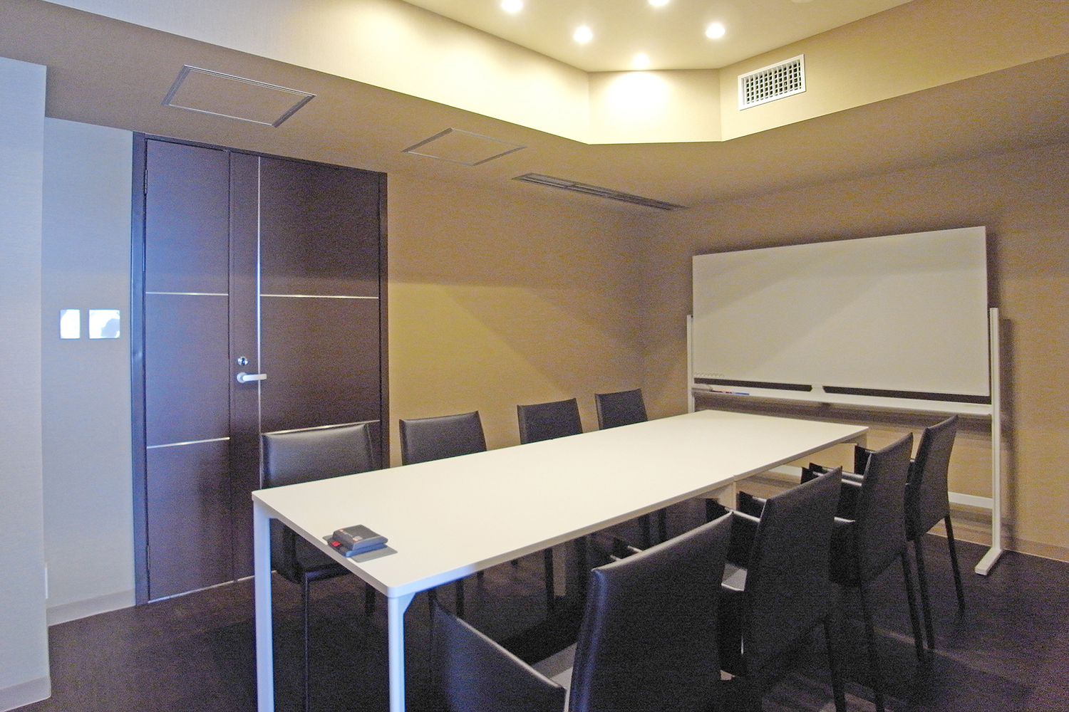 Meeting Room A /8名用